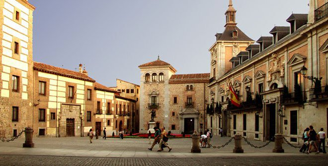 plaza de la villa casco antiguo madrid