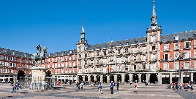 Plaza Mayor casco antiguo madrid vitium urban
